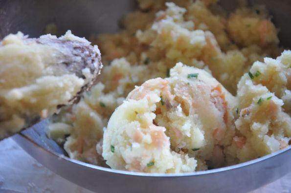 Ripieno di salmone e patate per i ravioli a stella