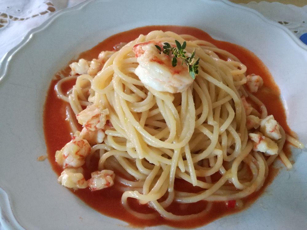 Spaghettoni con mazzancolle e sughetto di pomodorini grigliati