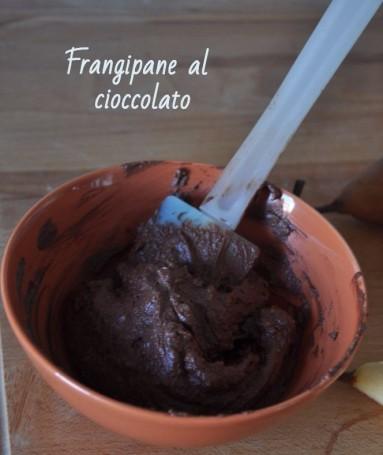 Crostata con frangipane al cioccolato e pere