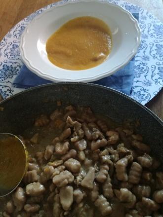 Gnocchi di castagne con ragù di coniglio