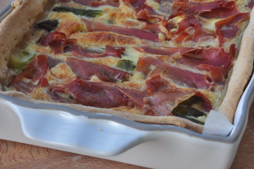 Torta rustica con asparagi e prosciutto crudo