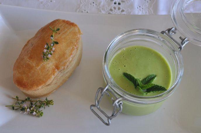 Pasticciotto salato ricotta e limone, con ssalsa di piselli e menta
