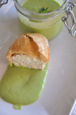 Pasticciotto salato ricotta e limone, con salsa di piselli e menta