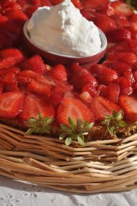 Torta di fragole con panna