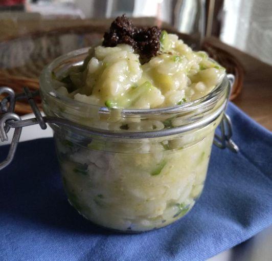 Risotto in barattolo, con zucchine e crema di tartufo