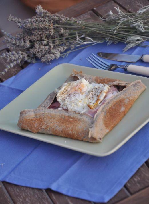 Galette bretoni con prosciutto cotto, gruviera, funghi champignon e uovo