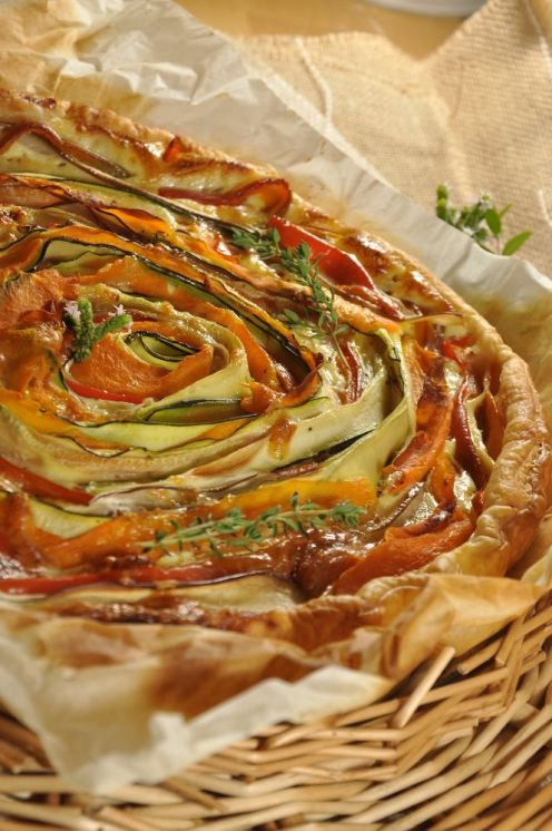 Torta rustica con verdure a spirale e formaggio