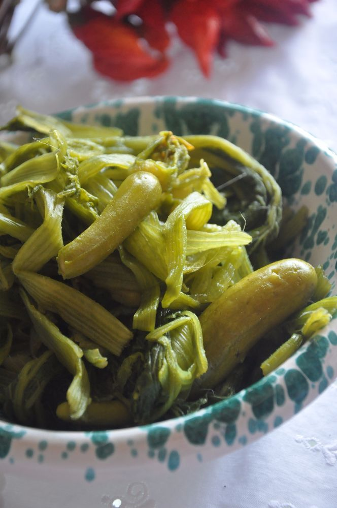 Talli di zucchine sbollentate e pronte per essere mangiate!