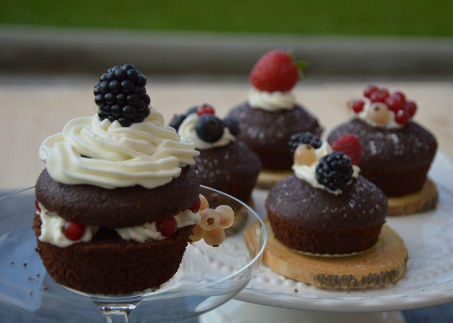 Cupcake zucca e cioccolato con frosting al mascarpone e frutti di bosco