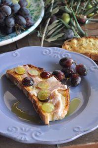 Bruschetta con olio novello uva e lardo di Arnard