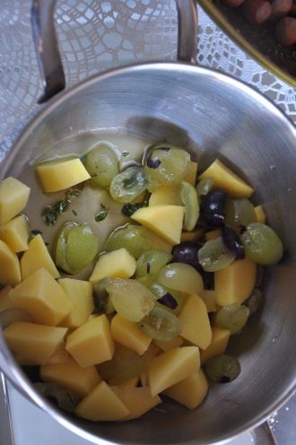 Uva, patate, timo e olio