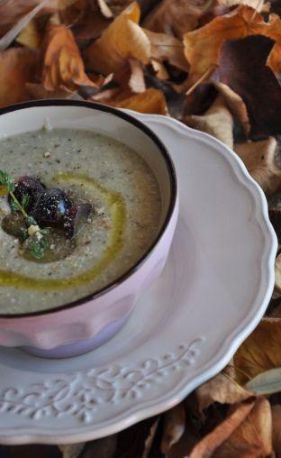 Zuppa con uva, nocciole e patate