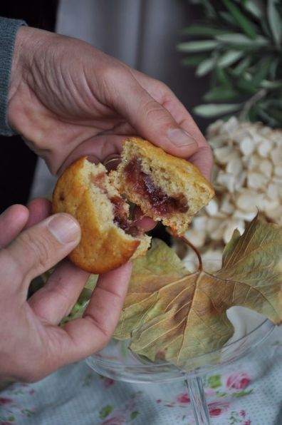 Tortine alle nocciole e confettura alle ciliegie