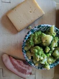 Ingredienti per gli gnocchi alla romana con fontina, guanciale e broccoli