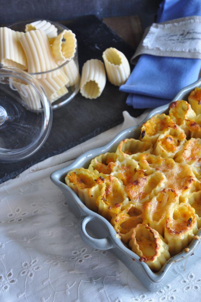 Paccheri ripieni, con zucca, salsiccia e mozzarella