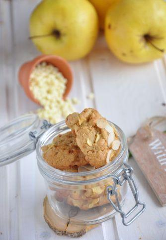 Biscotti alle mele con cioccolato bianco e mandorle
