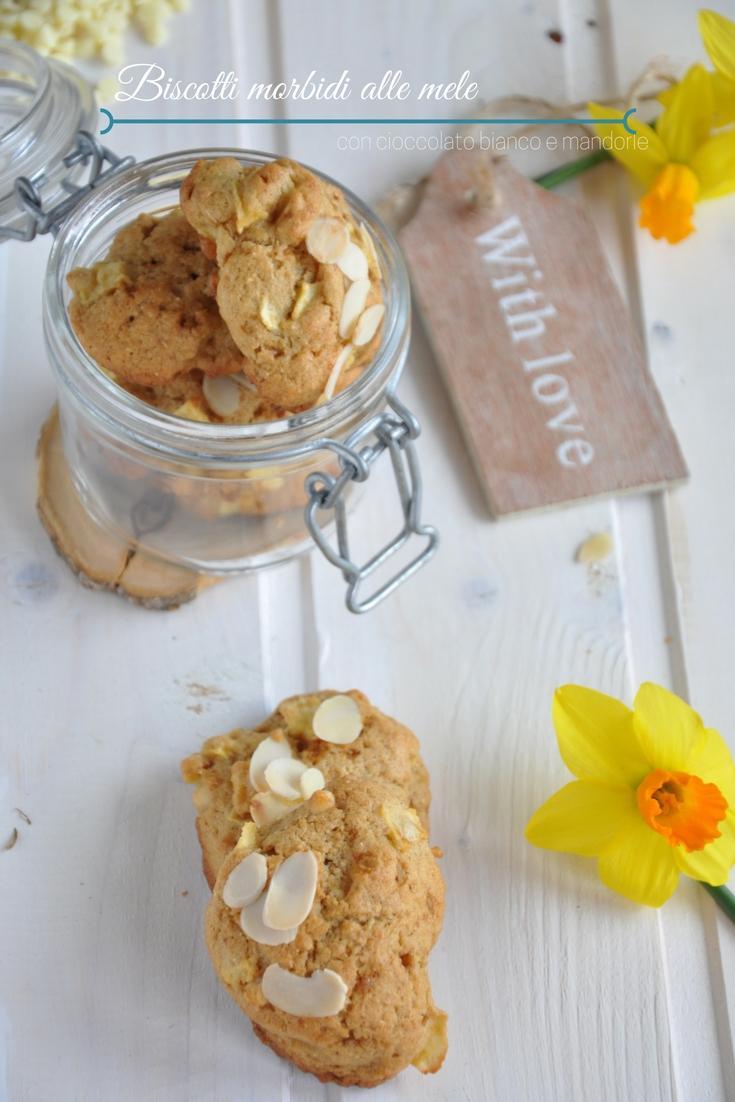 Biscotti morbidi alle mele, con cioccolato bianco e mandorle a scaglie