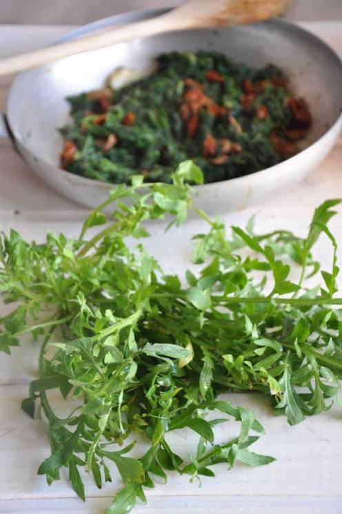 Focaccia ripiena di rosolaccio, olive e pomodori secchi