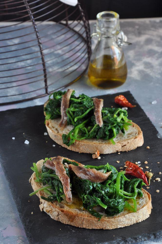 Bruschetta con broccoli, alici del Cantabrico e olio a spremitura a freddo Agrilab