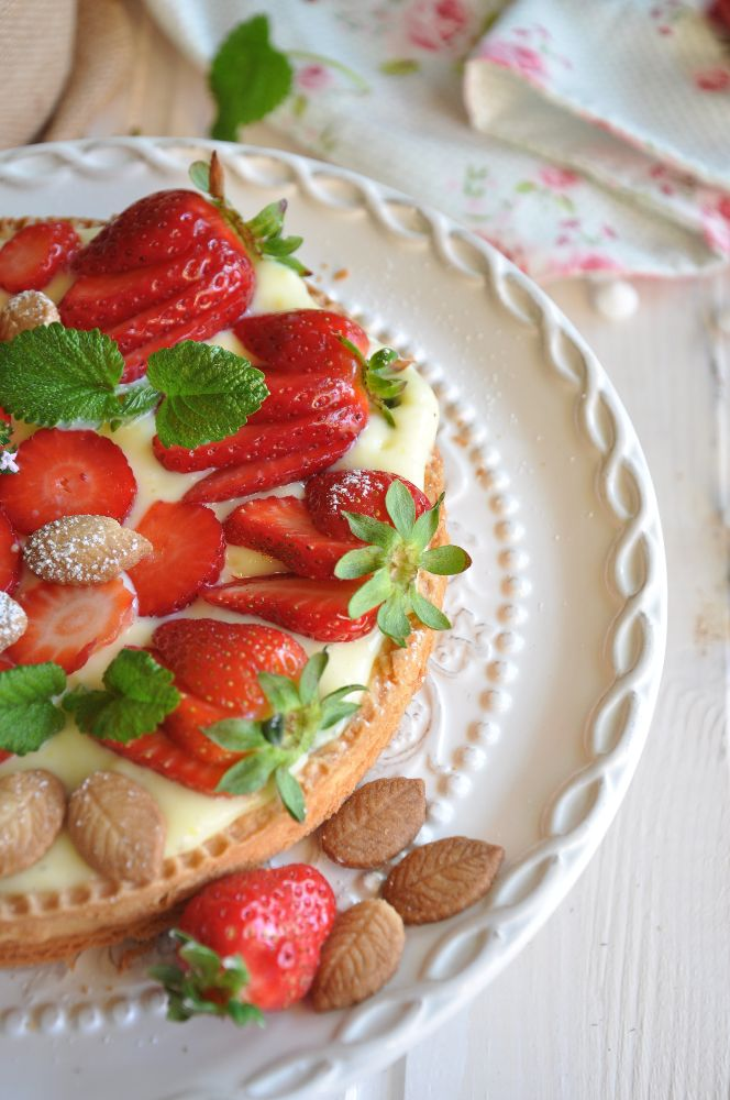 Crostata con crema pasticcera e fragole