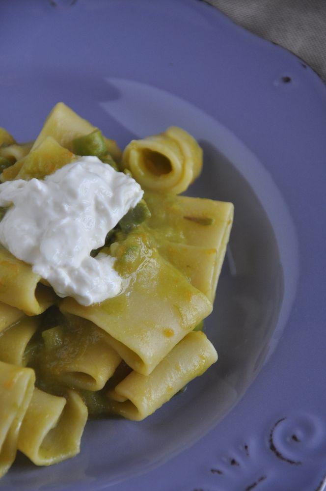 Paccheri con asparagi e crema di mozzarella di bufala