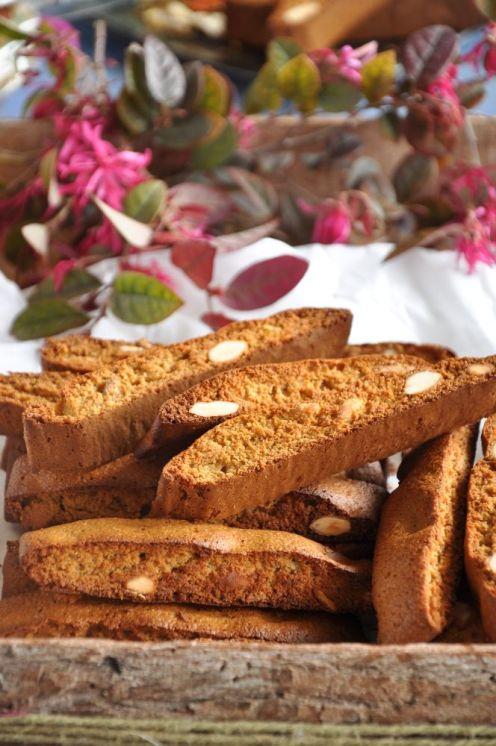 Tozzetti con farina d'avena, miele, mandorle e arancia candita