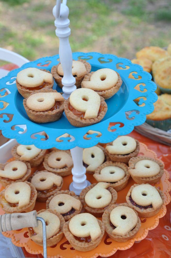 Tartellette con numero per feste di compleanno