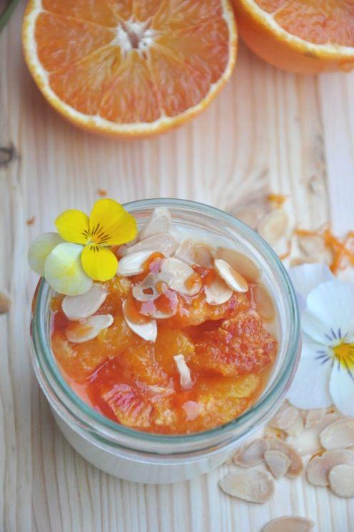 Panna cotta vegetariana con arance caramellate