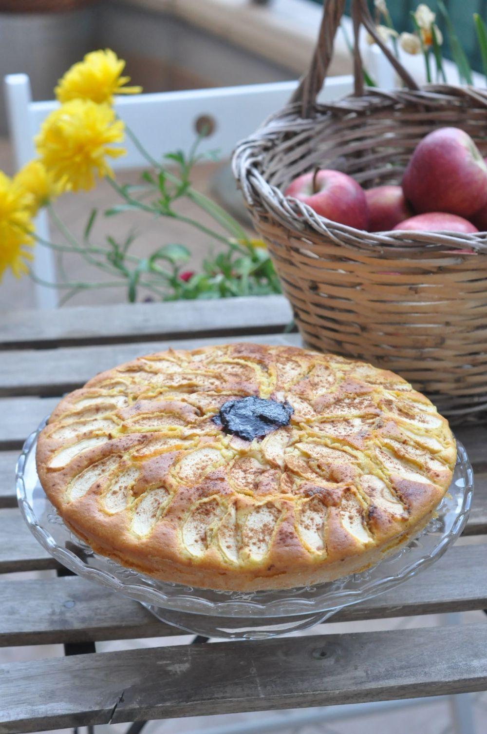 Torta al farro con mele e mirtilli