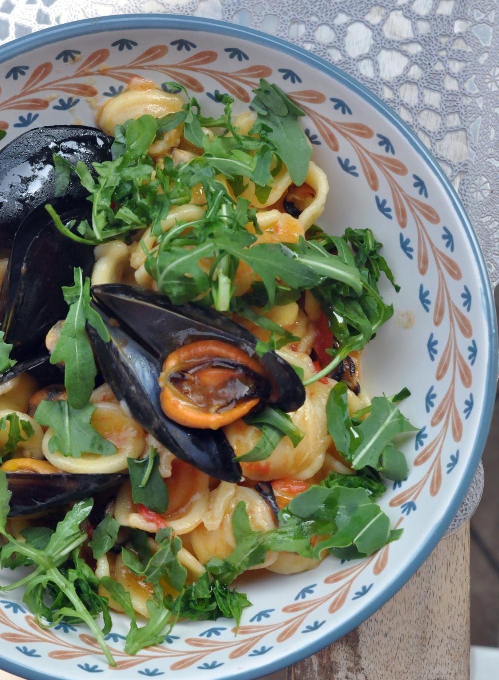 Orecchiette con rucola, pomodorini e cozze