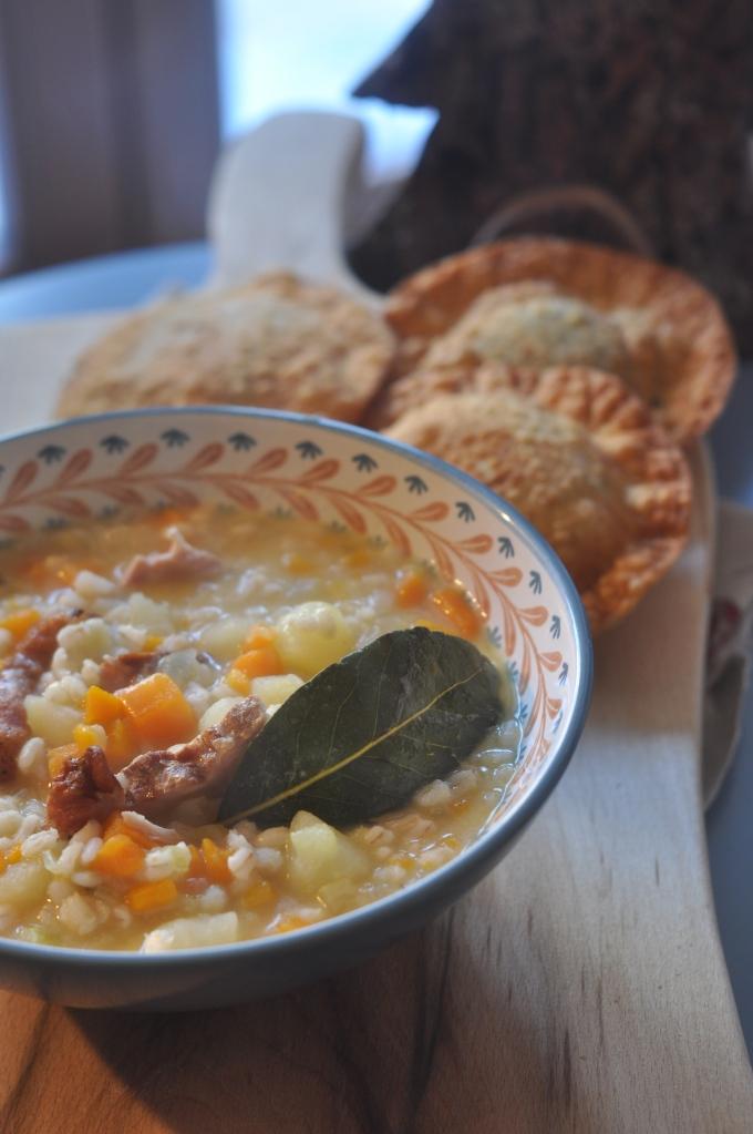 Zuppa d'orzo contadina con turtres